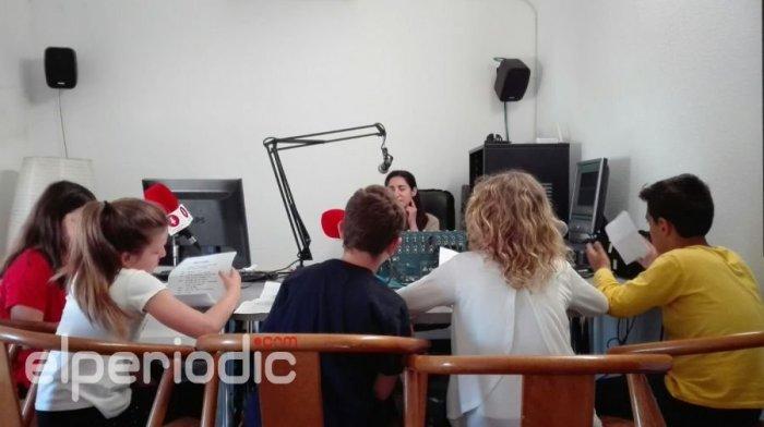 Los escolares de Almussafes conocen de cerca el mundo de la radio