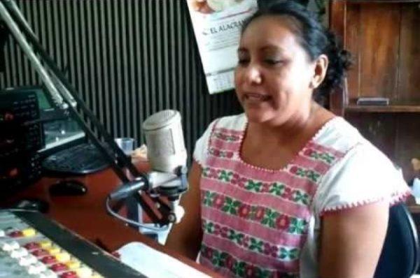 Una-de-las-locutoras-de-radio-Xepet