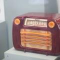 """Radio Sentinel en la exhibición """"On the Radio"""" en el Museo SFO. Foto: J. Waits"""