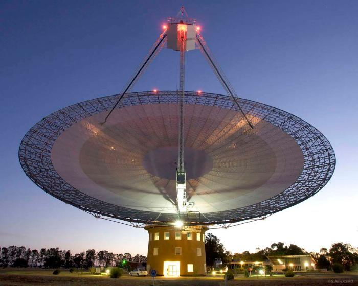 The CSIRO's radio telescopio cerca de Parkes en New South Wales (Australia)