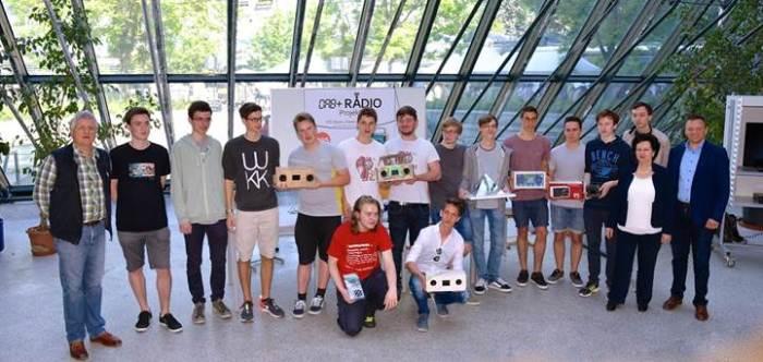 Estudiantes construyen Radio Digital DAB